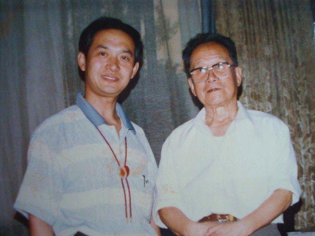黄明大师同副总理谷牧合影