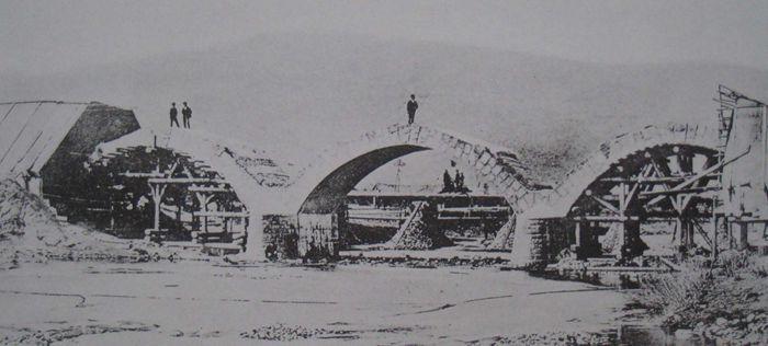 1901年穆棱河石拱桥施工现场