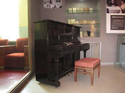 馆内郑律成从朝鲜带回的日本雅马哈钢琴